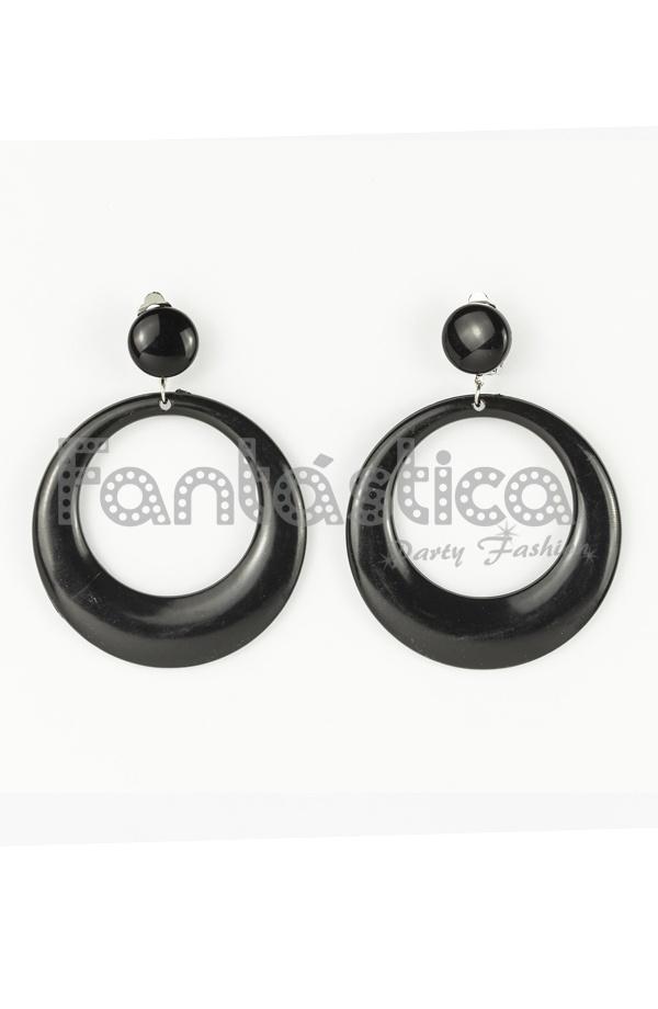 3db3f7e9ae25 Preciosos pendientes de flamenca para mujer en color negro liso. Clásico y  tradicional diseño en forma de aro grande. Realizados en metal esmaltado.