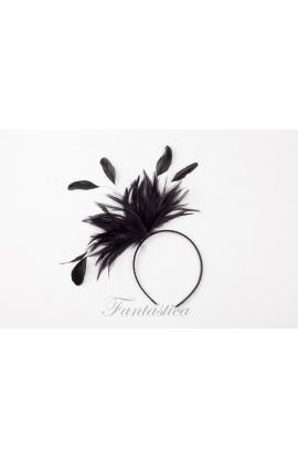 Guapísima diadema de fiesta con tupido tocado de plumas en negro. Un  accesorio perfecto para adornar tu cabello de forma cómoda e05f66d3b3bf